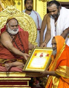 Pujya Swamiji receives the Shankara award